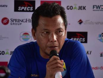 Medium anwar sanusi persija greg